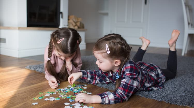 children putting together puzzle pieces